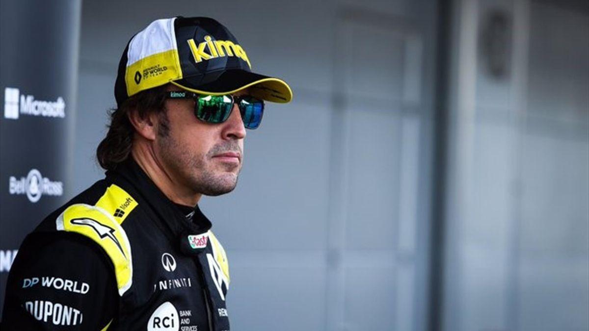 Fernando Alonso probando el Renault para su vuelta a la F1