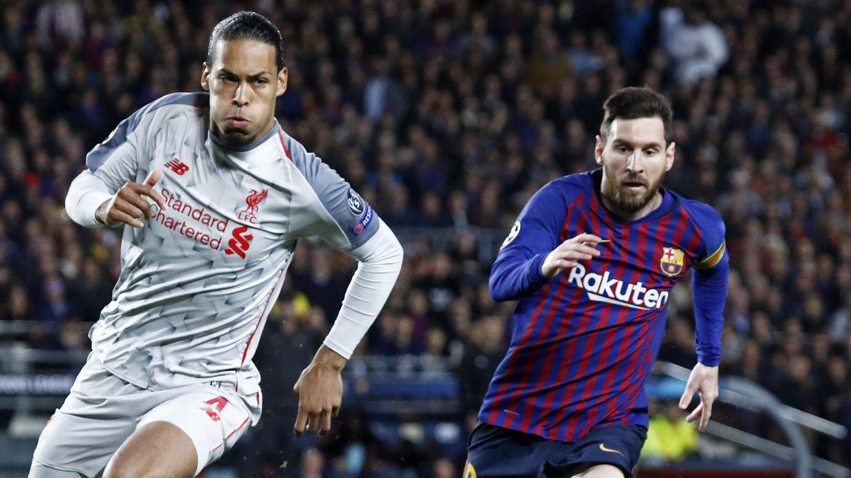 Messi pugna por un balón con Van Dijk