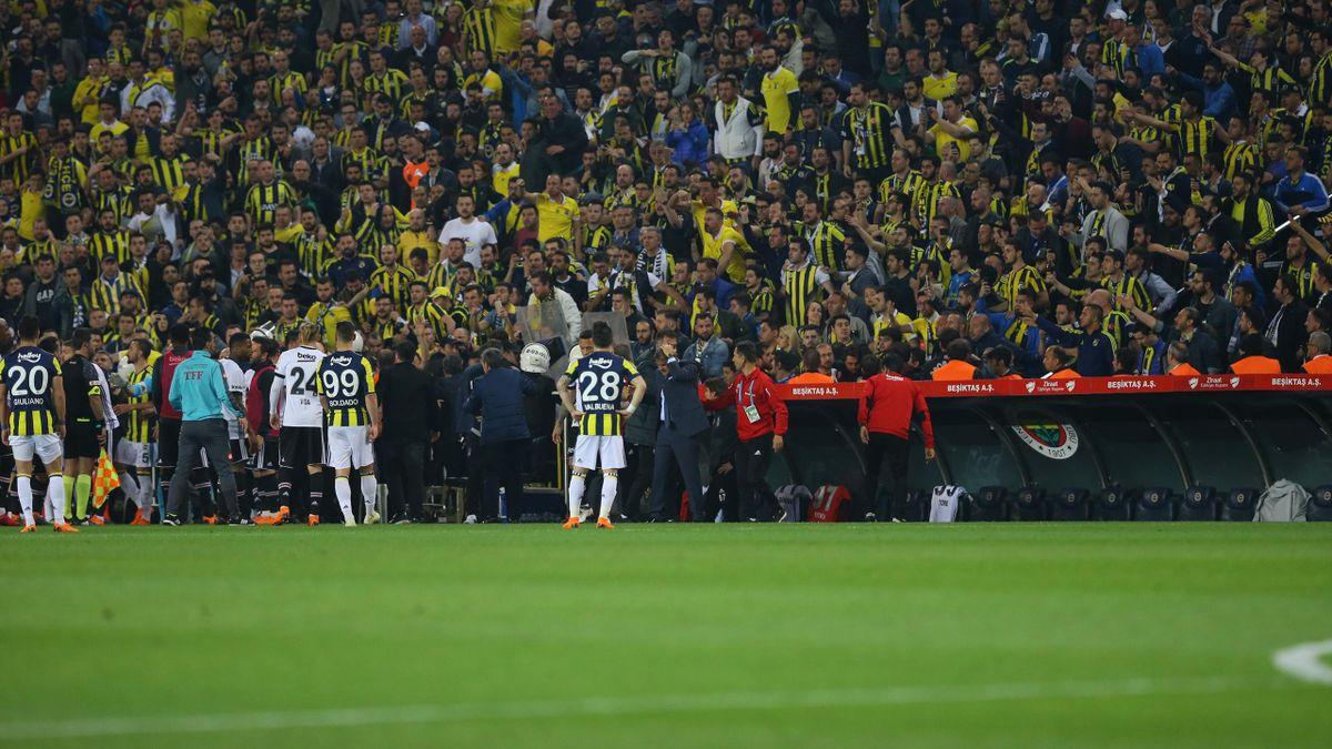 Fenerbahçe ile Beşiktaş maçı sırasında yaşanan olay