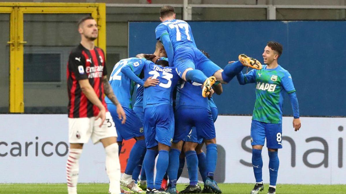 Krunic sconsolato dopo il gol di Raspadori in Milan-Sassuolo - Serie A 2020/2021 - Getty Images