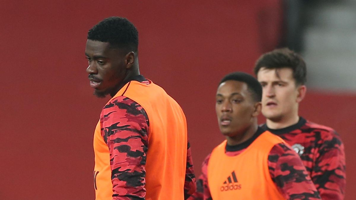 Axel Tuanzebe and Anthony Martial of Manchester United warms up