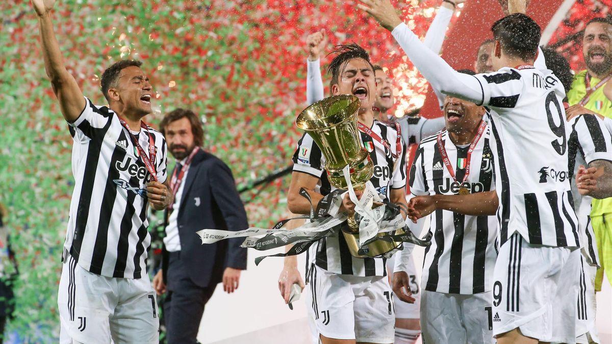 Andrea Pirlo assiste i suoi giocatori festeggiare la conquista della Coppa Italia, Atalanta-Juventus, Getty Images