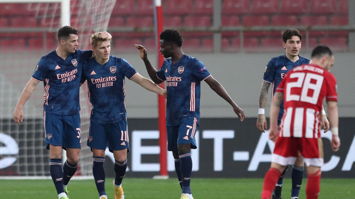 Arsenal FC players celebrate a goal by Martin Odegaard of Arsenal FC during the UEFA Europa League match between Olympiacos FC and Arsenal FC at Georgios Karaiskakisstadion