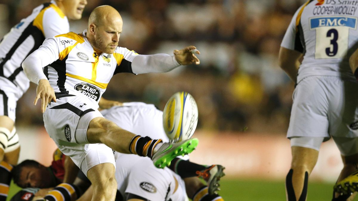 Wasps's Joe Simpson in action