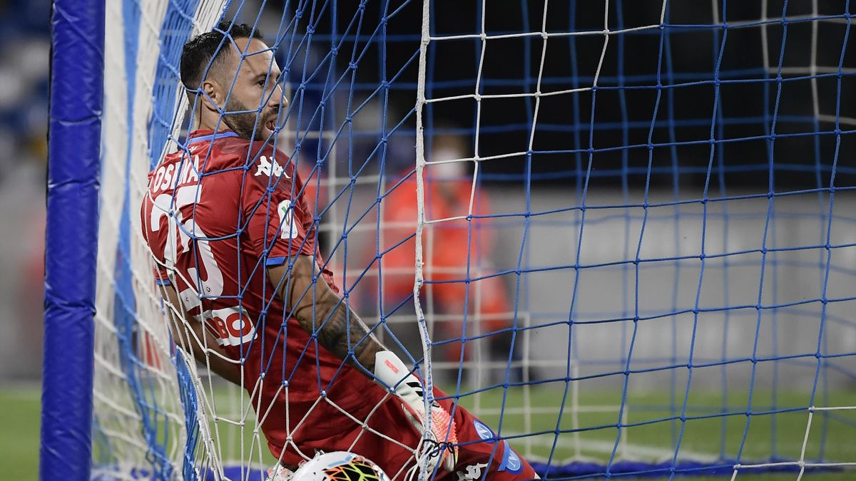 Napoli's Colombian goalkeeper David Ospina reacts after conceding a corner kick goal during the Italian Cup (Coppa Italia) semi-final second leg football match Napoli vs Inter Milan on June 13, 2020 at the San Paolo stadium in Naples, played behind closed