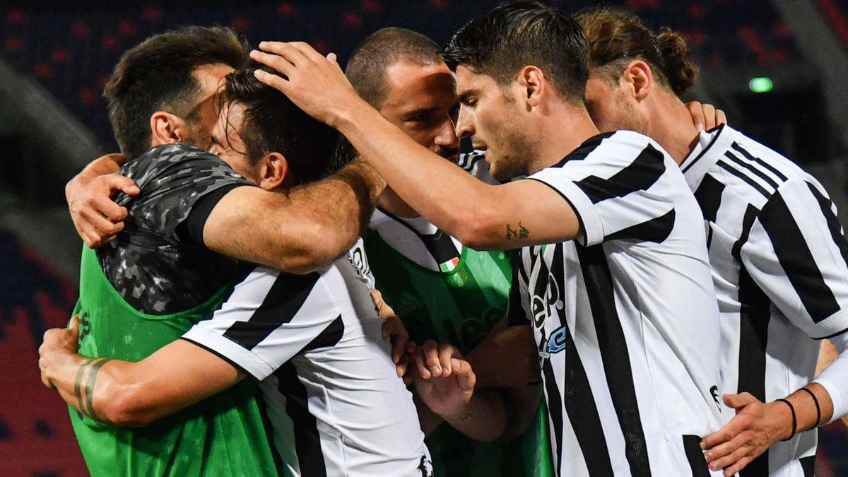 Alvaro Morata esulta insieme a Dybala e ai compagni, Bologna-Juventus, Serie A 2020-21, Getty Images