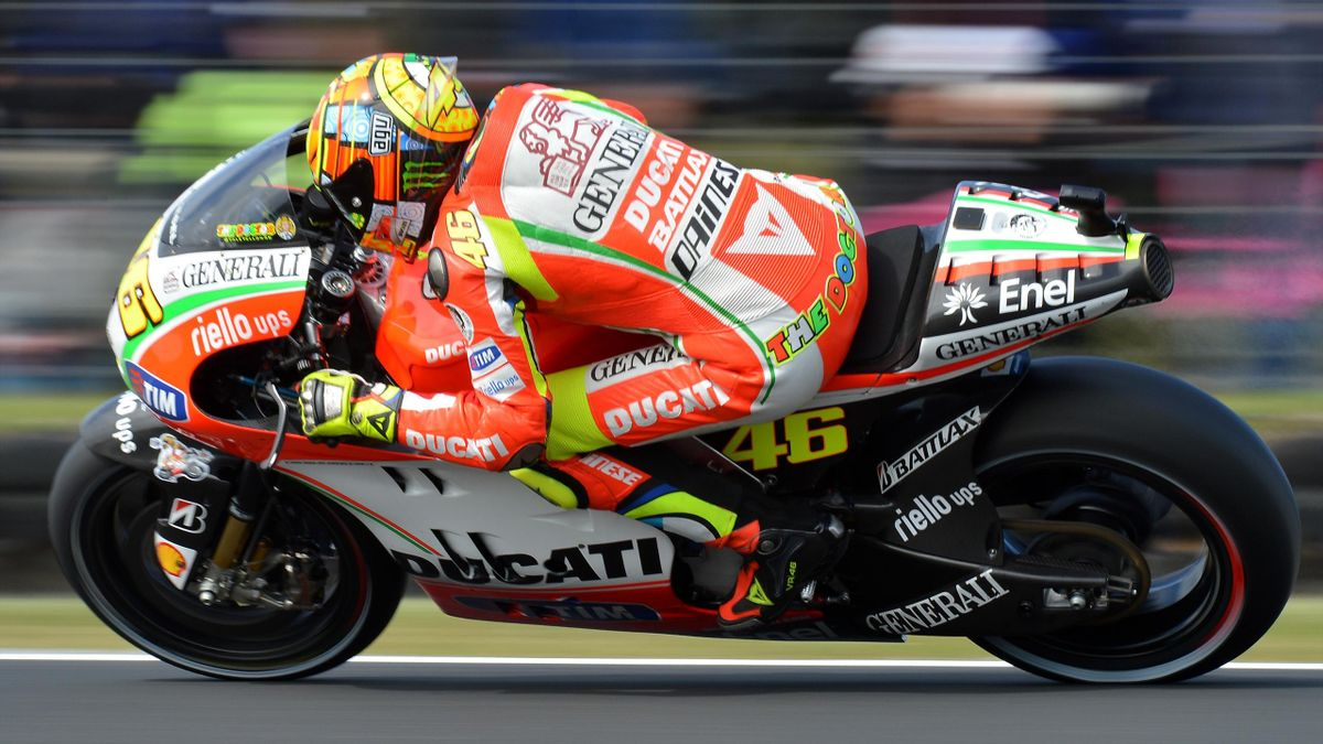 Valentino Rossi of Italy races past the crowd during qualifying for the MotoGP class at the Australian Motorcycle Grand Prix at Phillip Island on October 27, 2012
