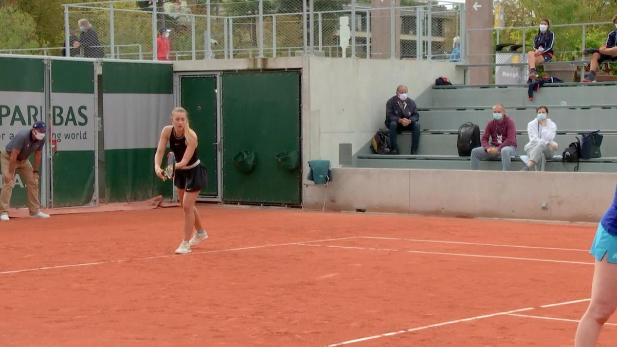 Roland-Garros: Women Double - Mitu/Maria Tig vs. Brengle/Sizikova : Set 2 Game 5, Sizikova on serve to get broken