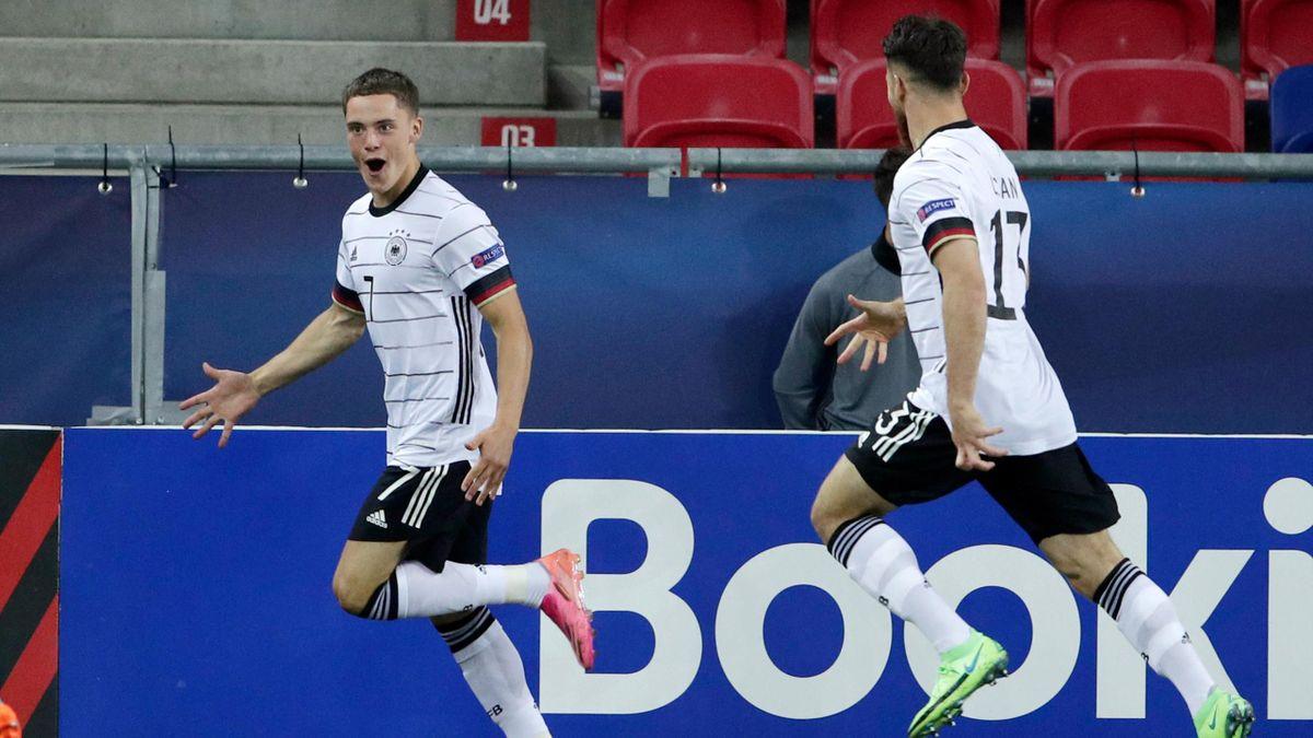 Florian Wirtz (links) bejubelt seinen Führungstreffer gegen die Niederlande