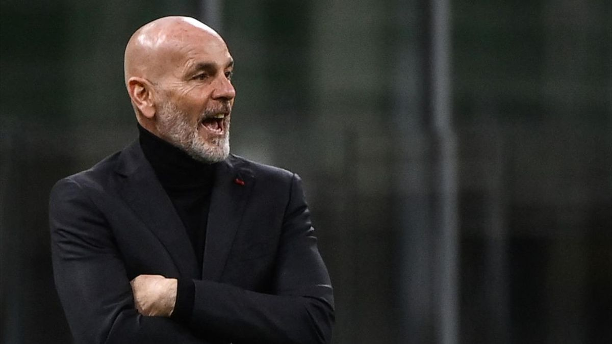 Stefano Pioli dà indicazioni durante Milan-Manchester United - Europa League 2020/2021 - Getty Images