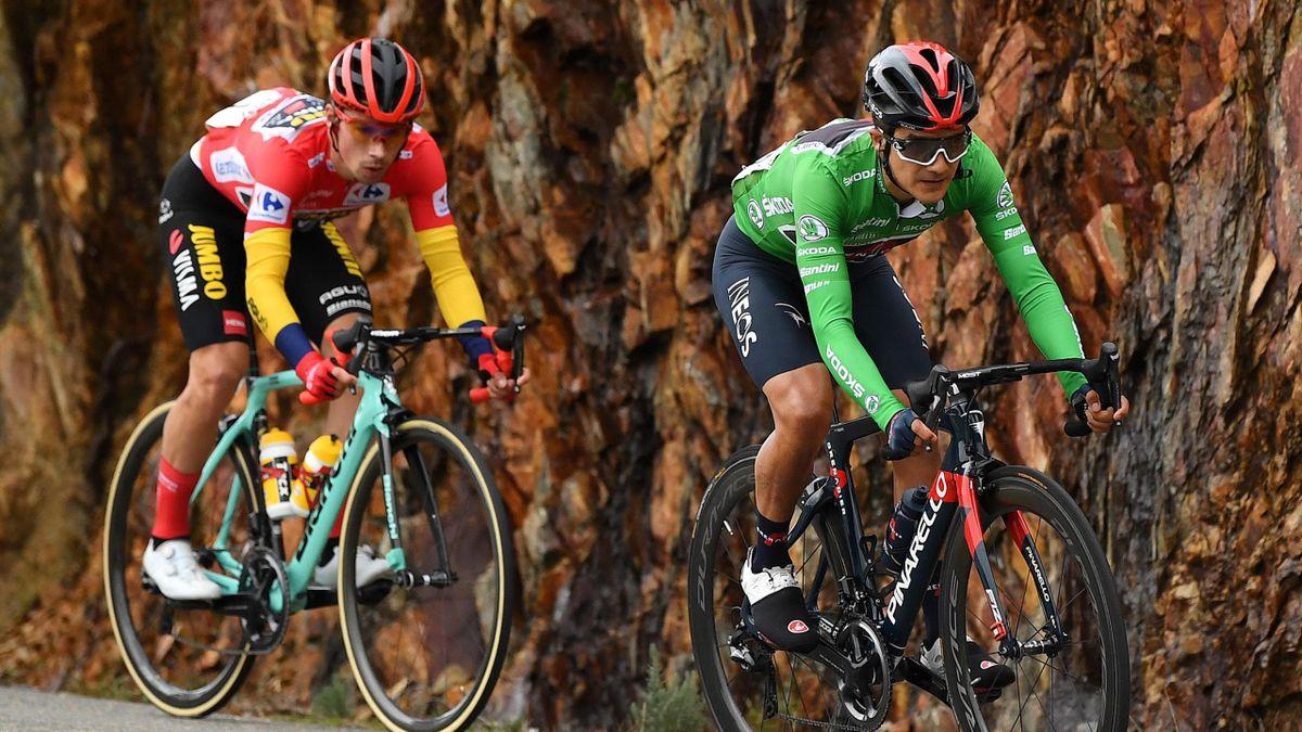 Primoz Roglic (links) rettete im Ziel 24 Sekunden Vorsprung auf Richard Carapaz