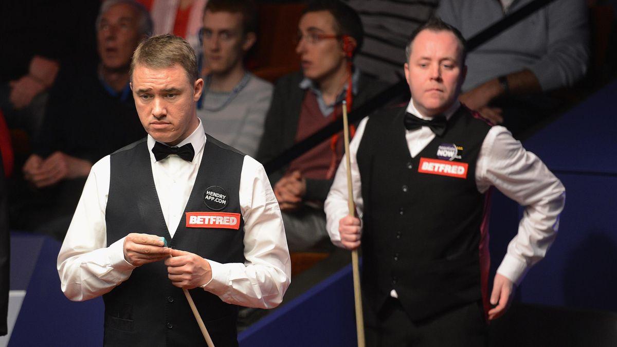 Stephen Hendry eyes a shot alongside John Higgins