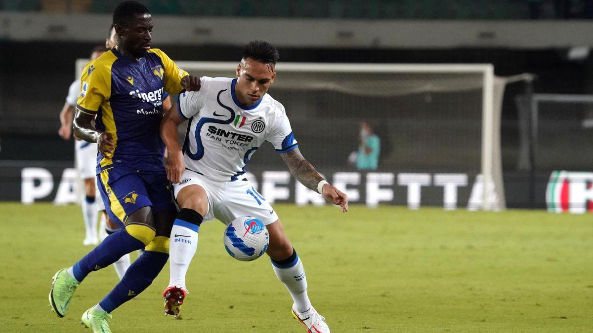Il contrasto di Hongla su Lautaro, Verona-Inter