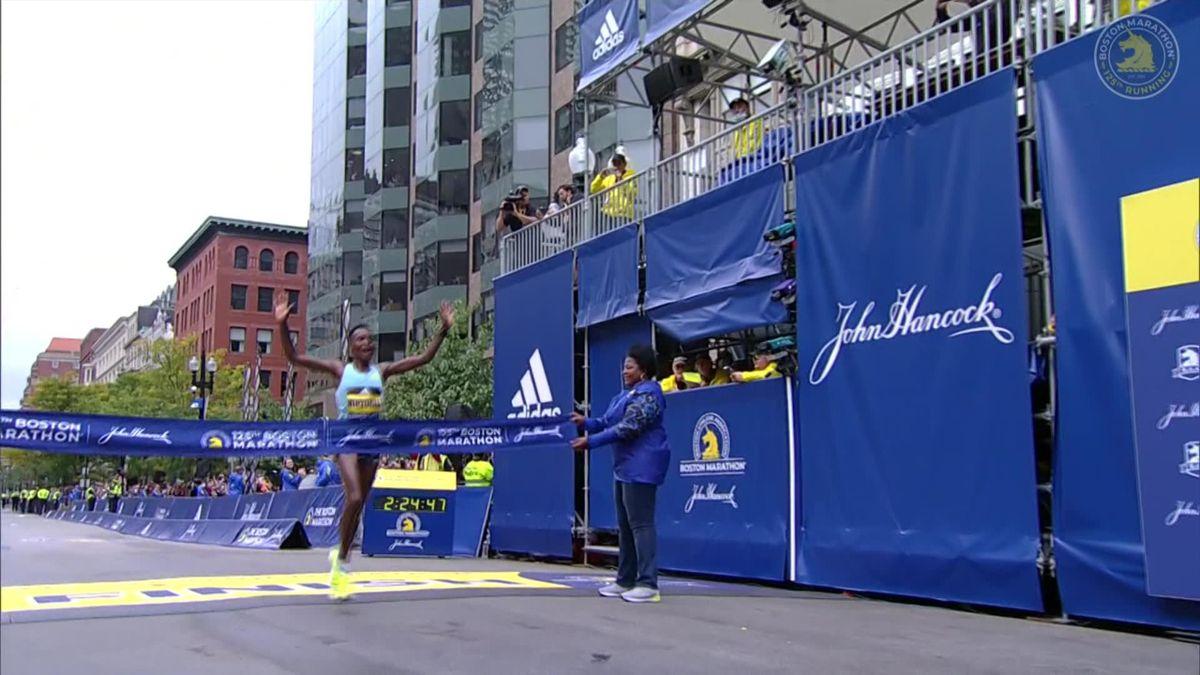Marathon Boston   Kipyogei maakt er een Keniaanse dubbelslag van