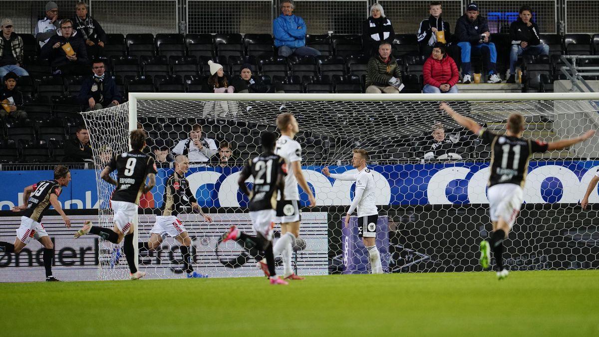 Zdeněk Ondrášek (bak mål) jubler for 2-2-scoringen mot Rosenborg på Lerkendal.
