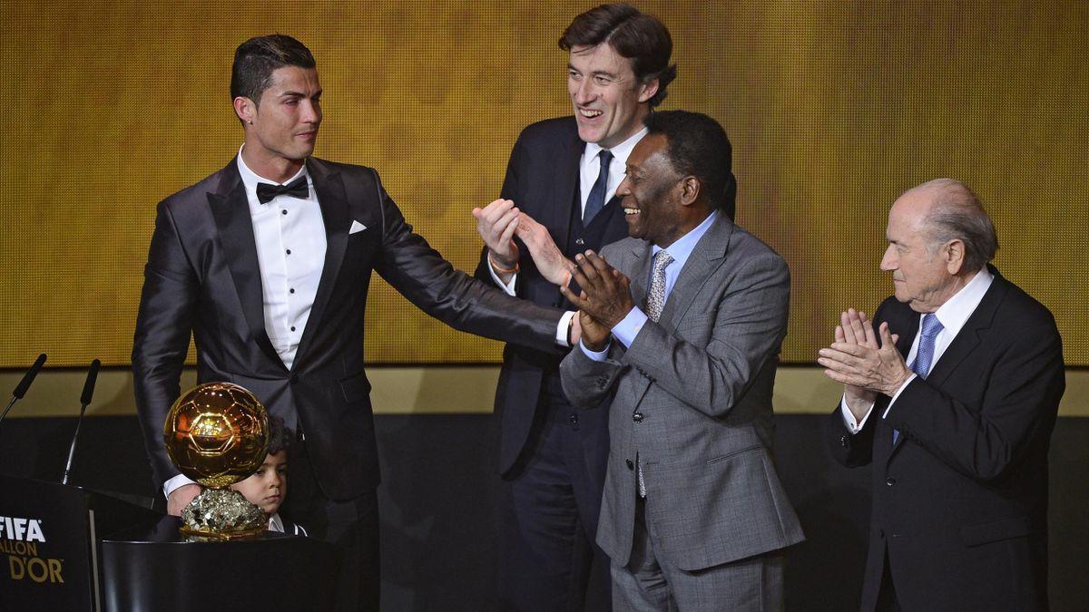 Pelé e Cristiano Ronaldo alla cerimonia di premiazione del Pallone d'Oro 2013 - Getty Images
