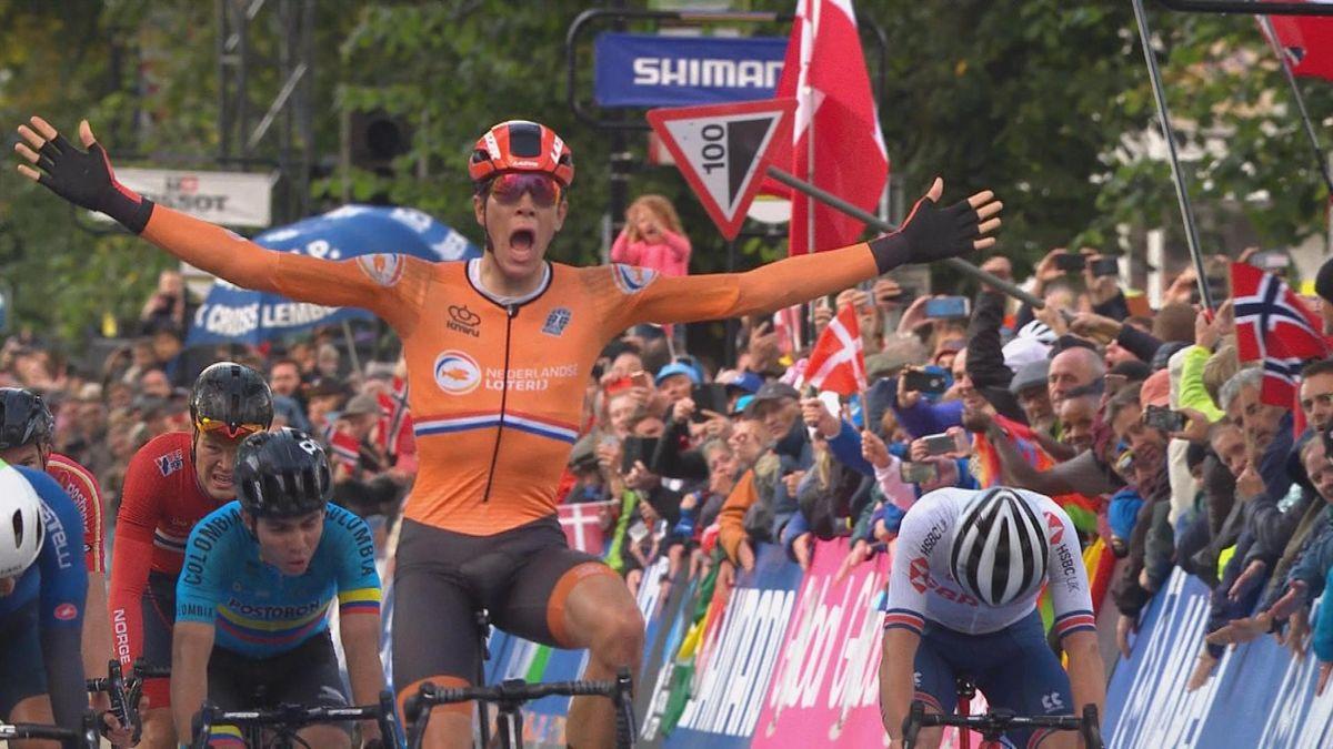 Cycling - UCI World Championships : Nils Eekhoff wins men U23 road race (finish)