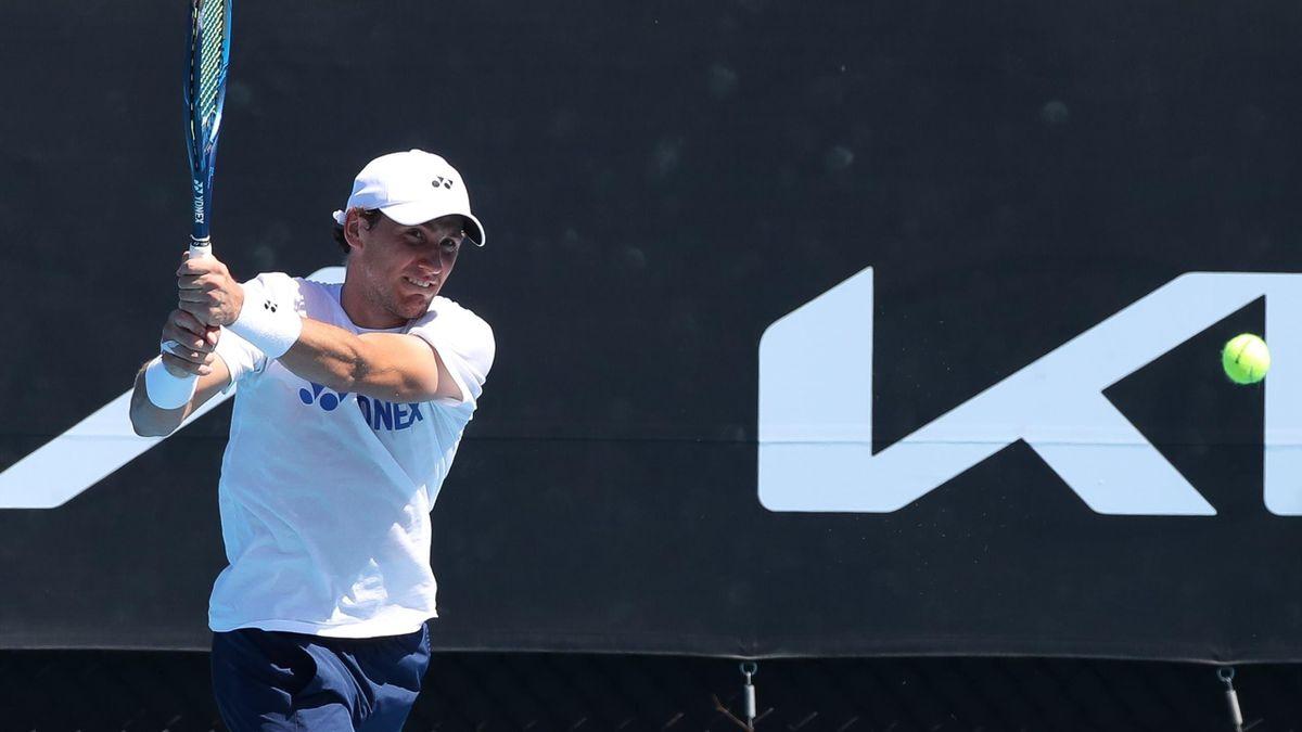 Casper Ruud trener i forkant av sesongens første kamp i Australia.