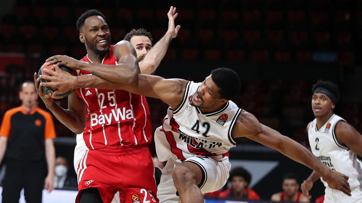 JaJuan Johnson #25 of FC Bayern Munich competes with Kyle Hines #42 of AX Armani Exchange Milan in action during the 2020/2021 Turkish Airlines Euroleague Play Off Game 4 between FC Bayern Munich and AX Armani Exchange Milan at Audi Dome on April 30, 2021