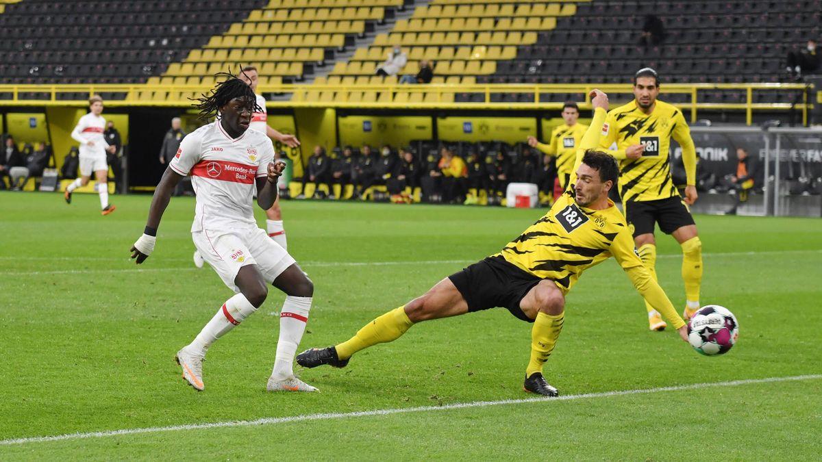 Stuttgarts Tanguy Coulibaly (links) im Spiel bei Borussia Dortmund