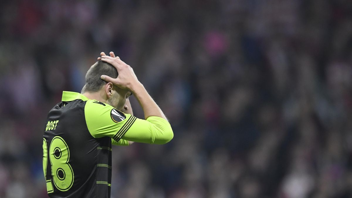 Sporting's Dutch forward Bas Dost gestures during the UEFA Europa League quarter-final first leg football match between Club Atletico de Madrid and Sporting CP at the Wanda Metropolitano Stadium in Madrid on April 5, 2018