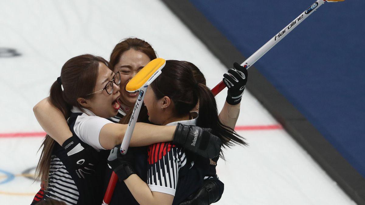 L'équipe de Corée du Sud de curling célèbre sa qualification en finale du tournoi olympique / JO de Pyeongchang