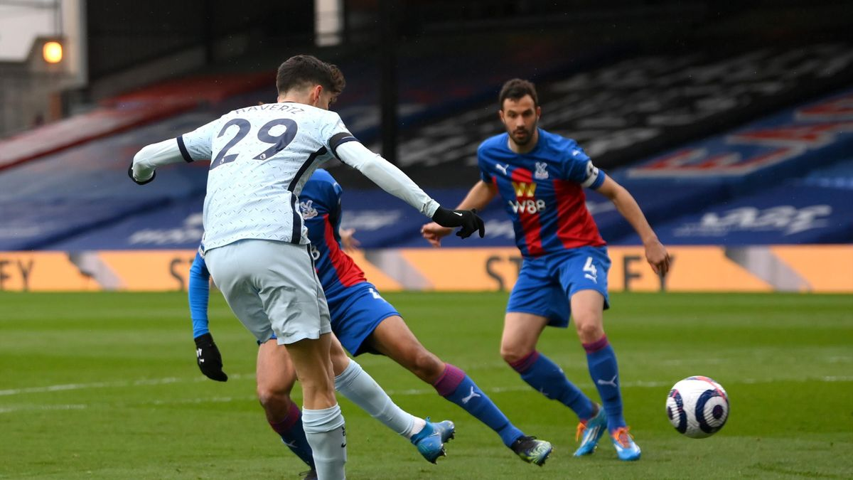 Kai Havertz of Chelsea scores their team's first goal during the Premier League match between Crystal Palace and Chelsea at Selhurst Park on April 10, 2021 in London, England