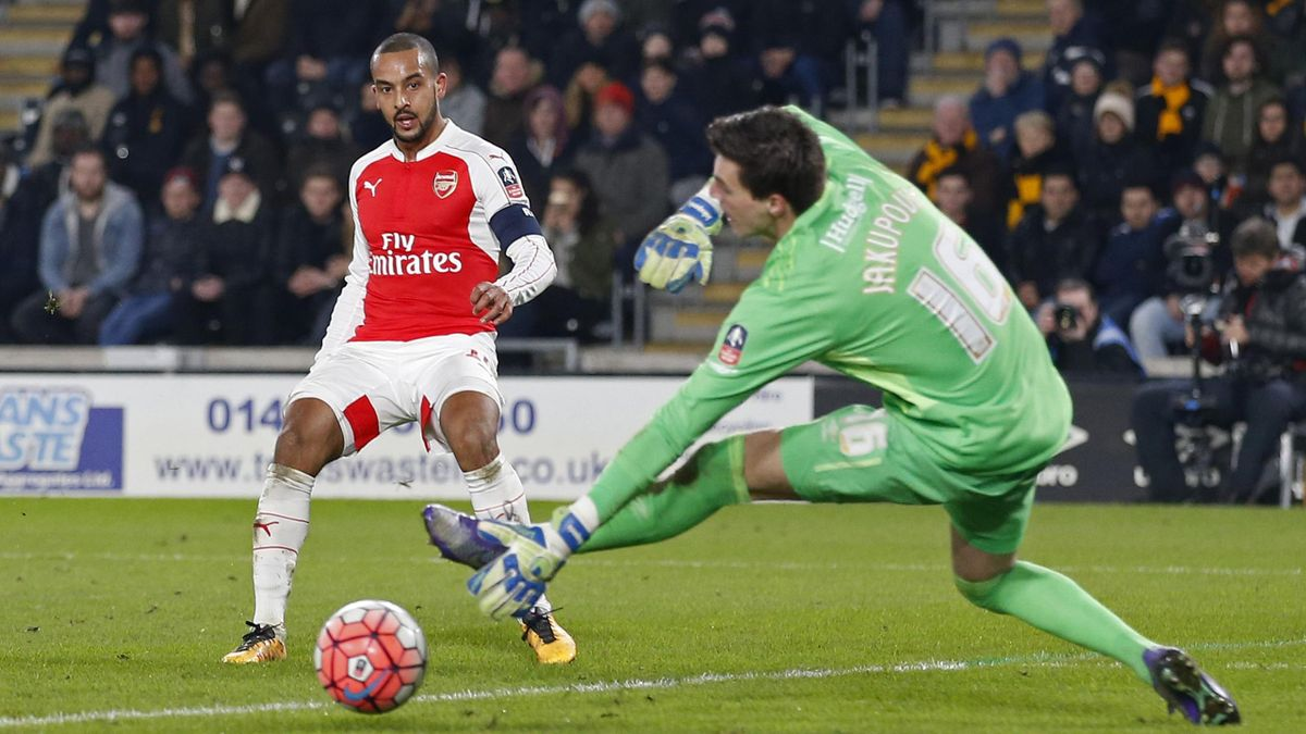 Theo Walcott scores the third goal for Arsenal