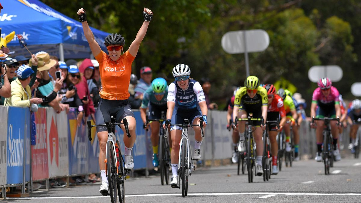 Chloe Hosking wins the first sprint - Tour Down Under - stage 1