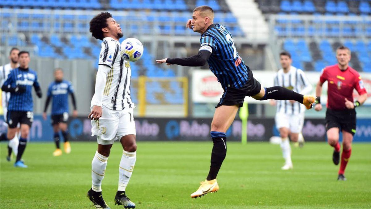 McKennie a duello con Toloi - Juventus-Atalanta - Serie A 2020/2021 - Getty Images