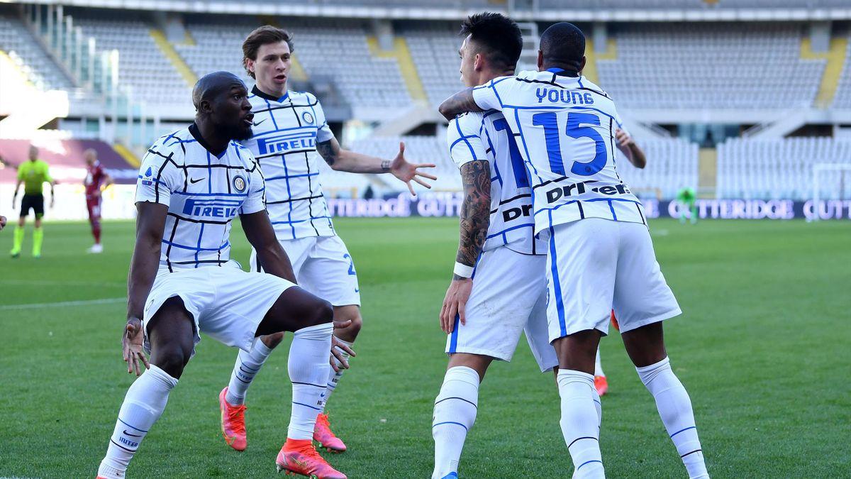 Lukaku e Lautaro esultano per la vittoria contro il Torino