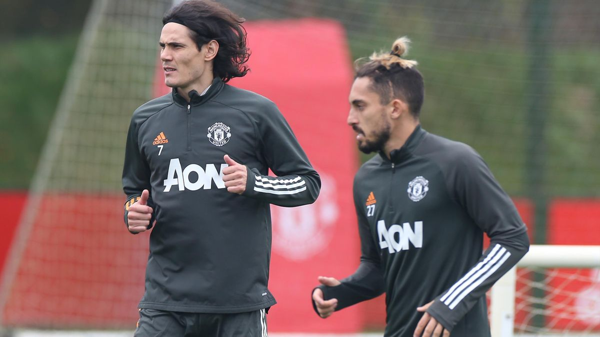 Edinson Cavani (L) and Alex Telles in Manchester United training