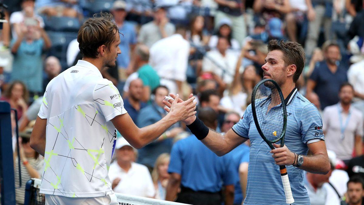 Daniil Medvedev et Stan Wawrinka se saluent après la victoire du Russe en quart de finale / US Open