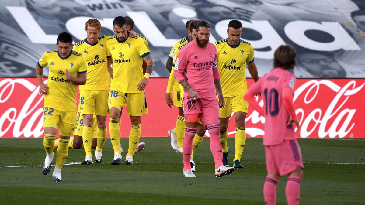 Cadiz players celebrate v Real Madrid