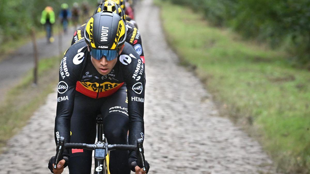 Wout Van Aert edzésen a Paris-Roubaix előtt.