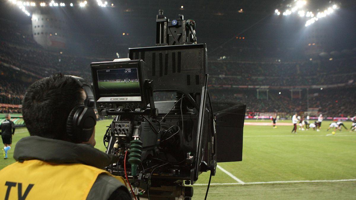 Telecamera tv calcio San Siro