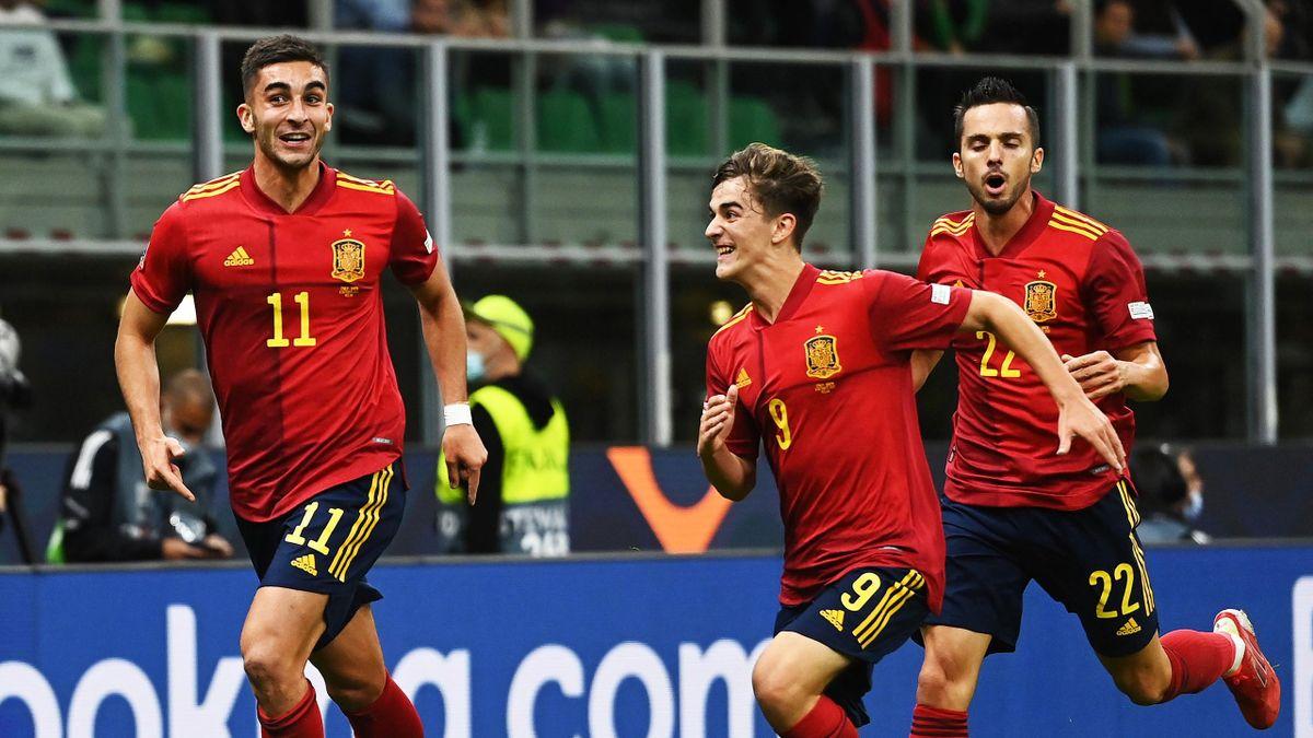 Spaniens Ferran Torres (li.) avanciert zum Matchwinner gegen Italien