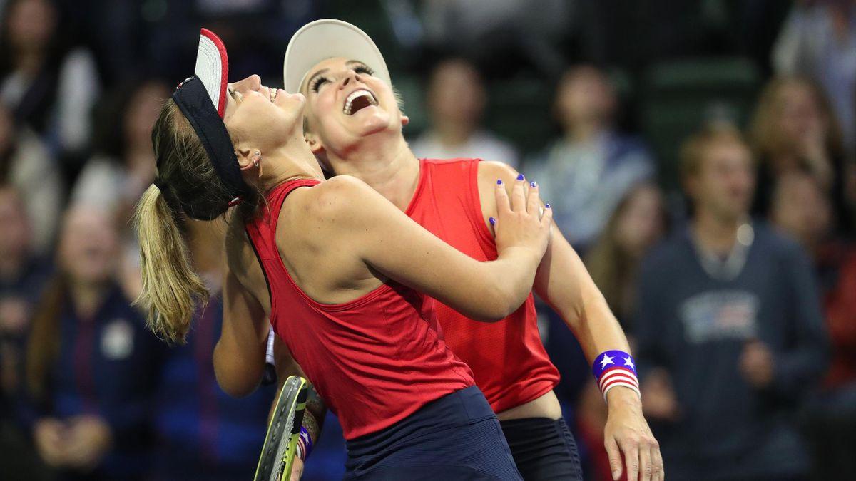 Sofia Kenin et Bethanie Mattek-Sands célèbrent la victoire des Etats-Unis d'Amérique contre la Lettonie en Fed Cup 2020
