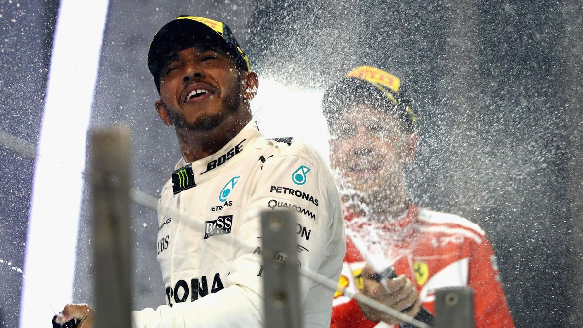 Lewis Hamilton (Mercedes), Sebastian Vettel (Ferrari) - Grand Prix of Abu Dhabi 2017