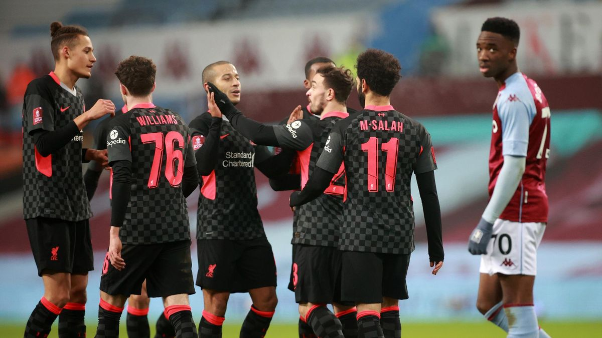 Il Liverpool festeggia la vittoria contro l'Aston Villa