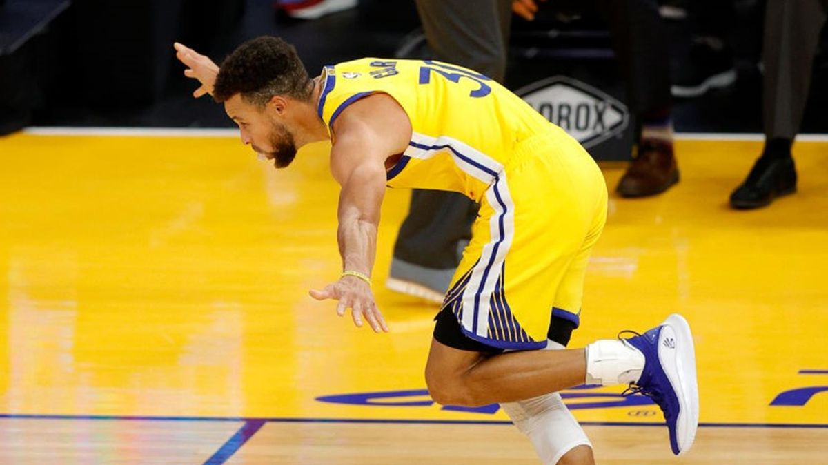 Stephen Curry #30 of the Golden State Warriors celebrates after making his final three-point basket of the night to give him a career-high 62 points during their game against the Portland Trail Blazers at Chase Center on January 03, 2021