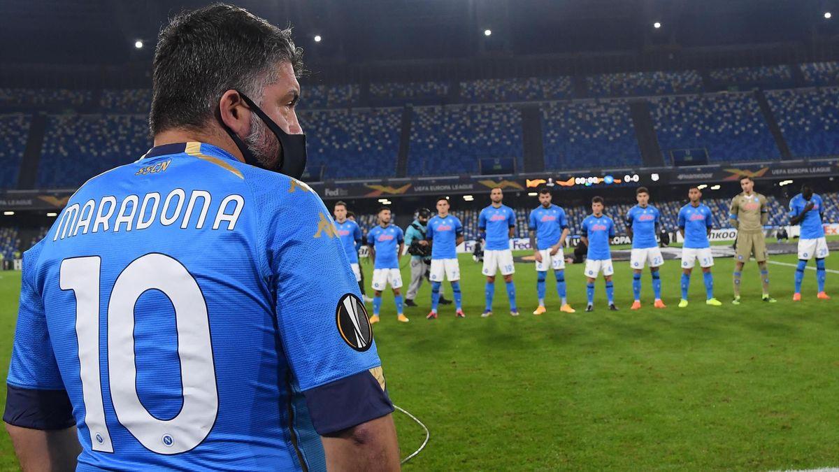 Rino Gattuso con la maglia di Maradona