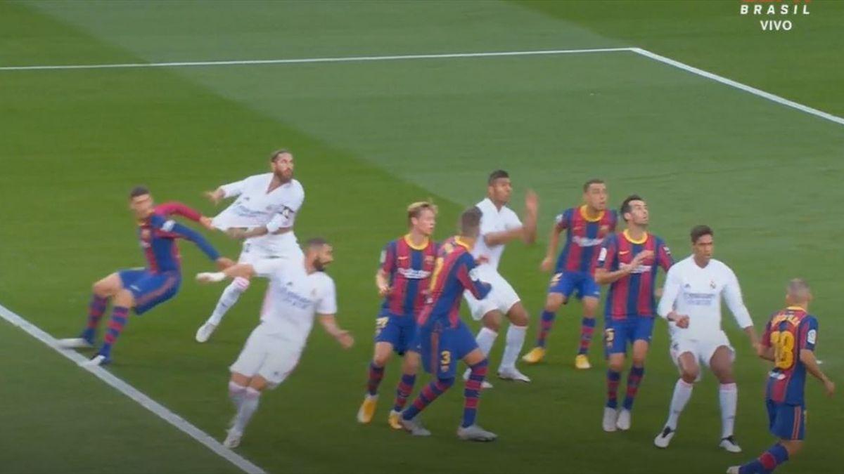 Clement Lenglet (Barcelona) și Sergio Ramos (Real Madrid)