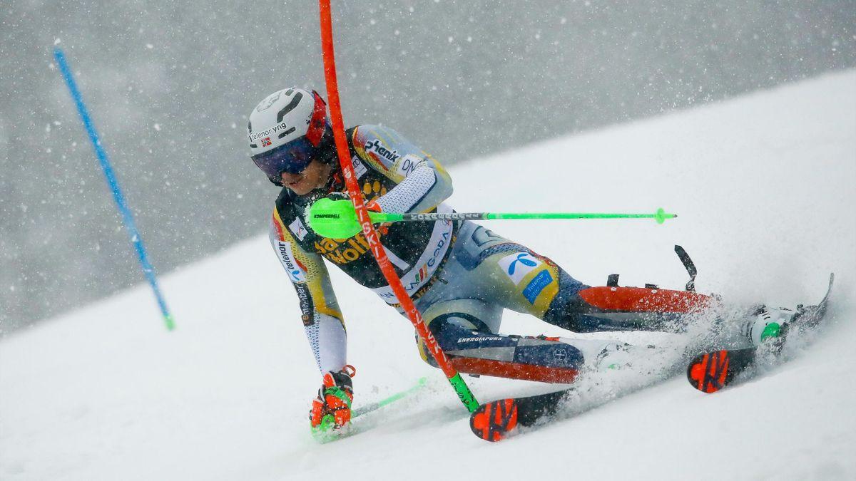 KRANJSKA GORA, SLOVENIA - : Henrik Kristoffersen of Norway in action during the Audi FIS Alpine Ski World Cup Men's Slalom in January 14, 2021 in Kranjska Gora Slovenia. (Photo by Stanko Gruden/Agence Zoom/Getty Images)