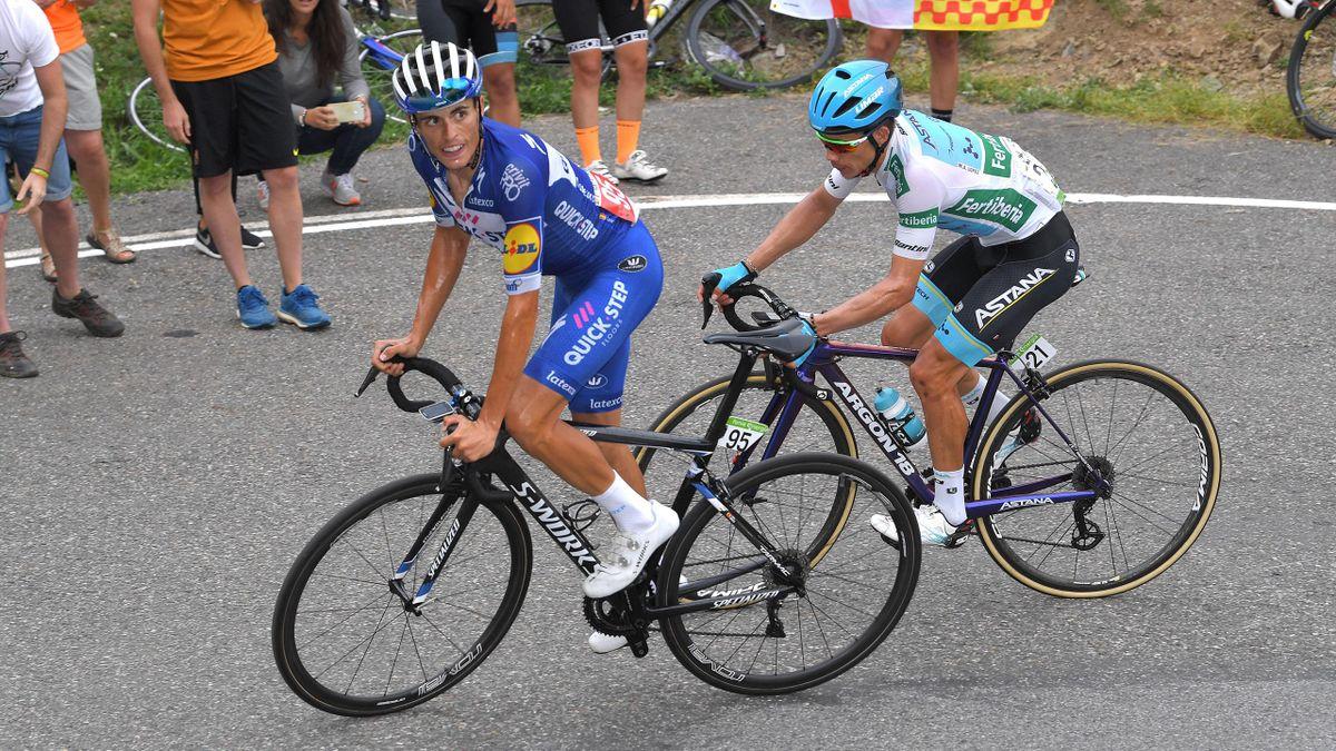 Enric Mas (Quick-Step Floors), devant Miguel Angel Lopez (Astana), dans l'ascension de la Gallina, lors de la 20e étapoe de la Vuelta 2018