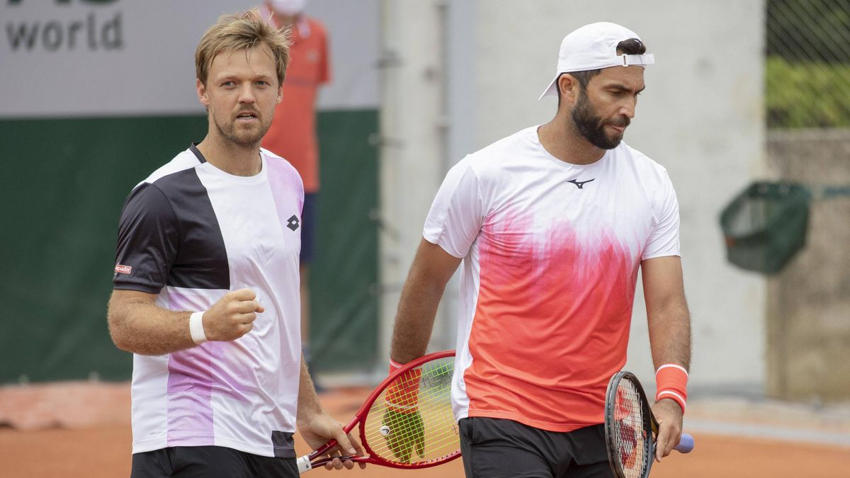 Kevin Krawietz (links) steht im Doppel an der Seite von Horia Tecau bei den French Open im Viertelfinale