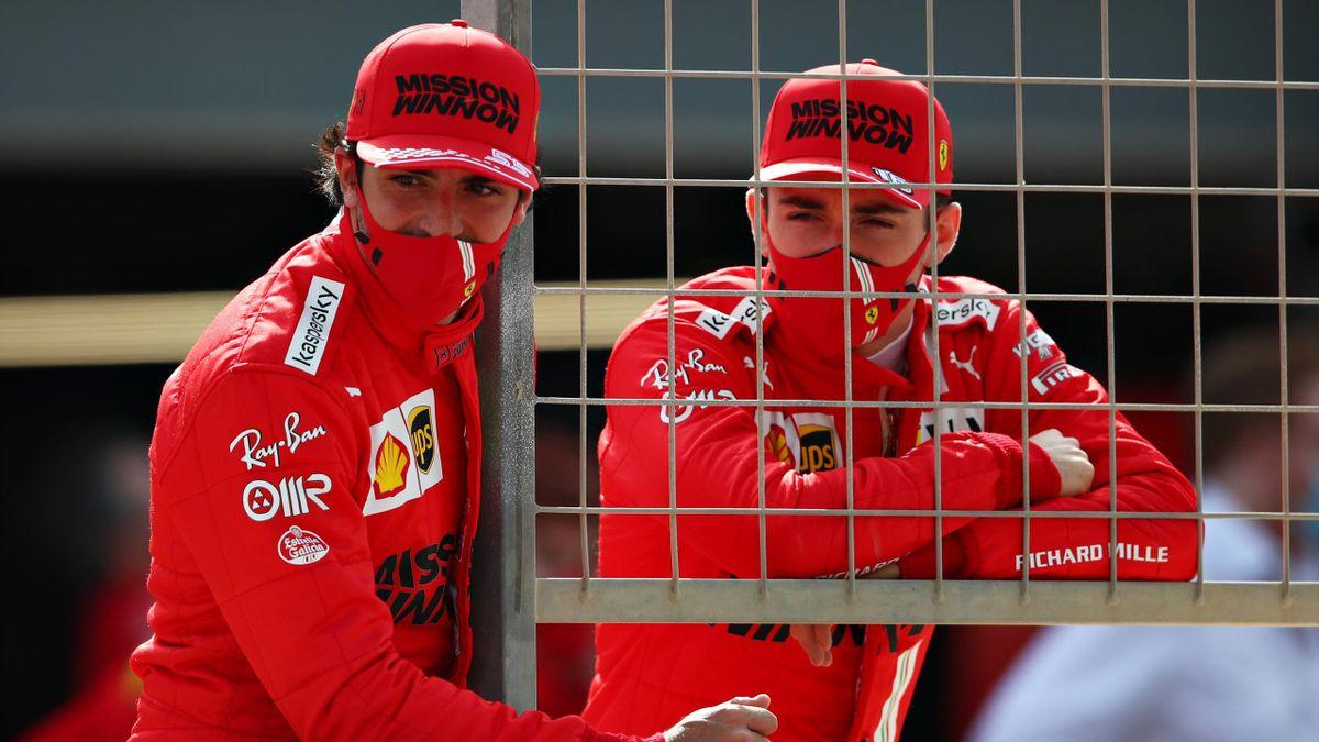 Carlos Sainz a colloquio con Charles Leclerc, Ferrari 2021
