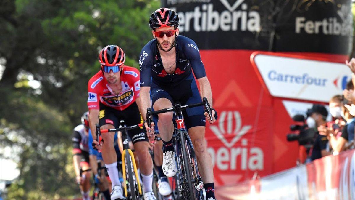 Roglic e Adam Yates sul traguardo di Balcon de Alicante alla Vuelta di Spagna 2021