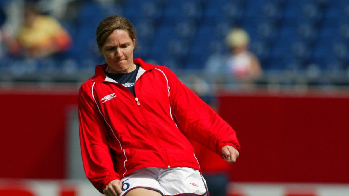 Hege Riise warming up for Norway in 2003