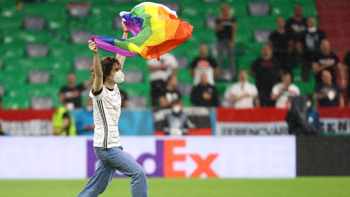 Un activiste LGBT qui s'est invité sur la pelouse de l'Allianz Arena avant le match face à la Hongrie